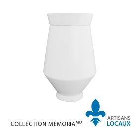 White ceramic urn with lid 1.